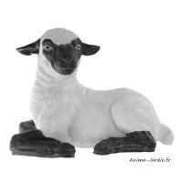 Agneau couché en fibre de verre, petit mouton tête noire, animal de la ferme