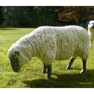 Mouton Beige debout en fibre de verre, Brebis tête Basse noire, animal de la ferme
