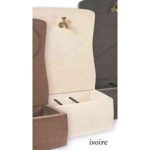 FONTAINE MURALE 800 en béton ciré-ivoire