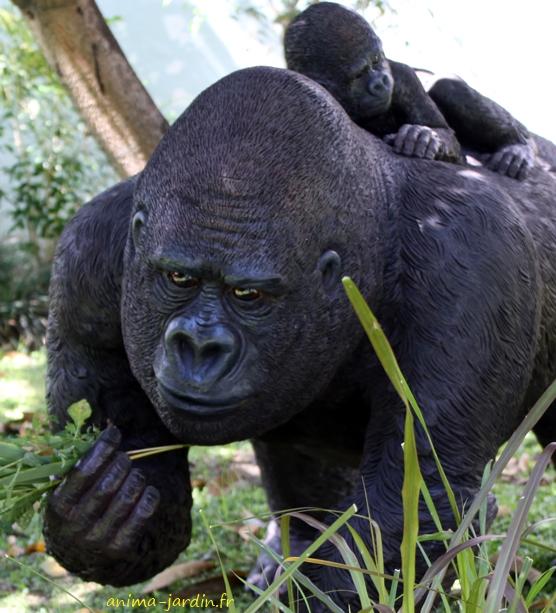 Gorille-maman-bébé-résine-115cm-anima-jardin.fr