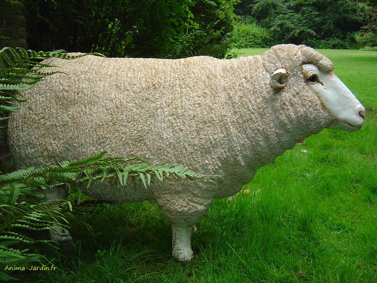 Mouton debout en résine, Brebis tête haute, animal de la ferme ...