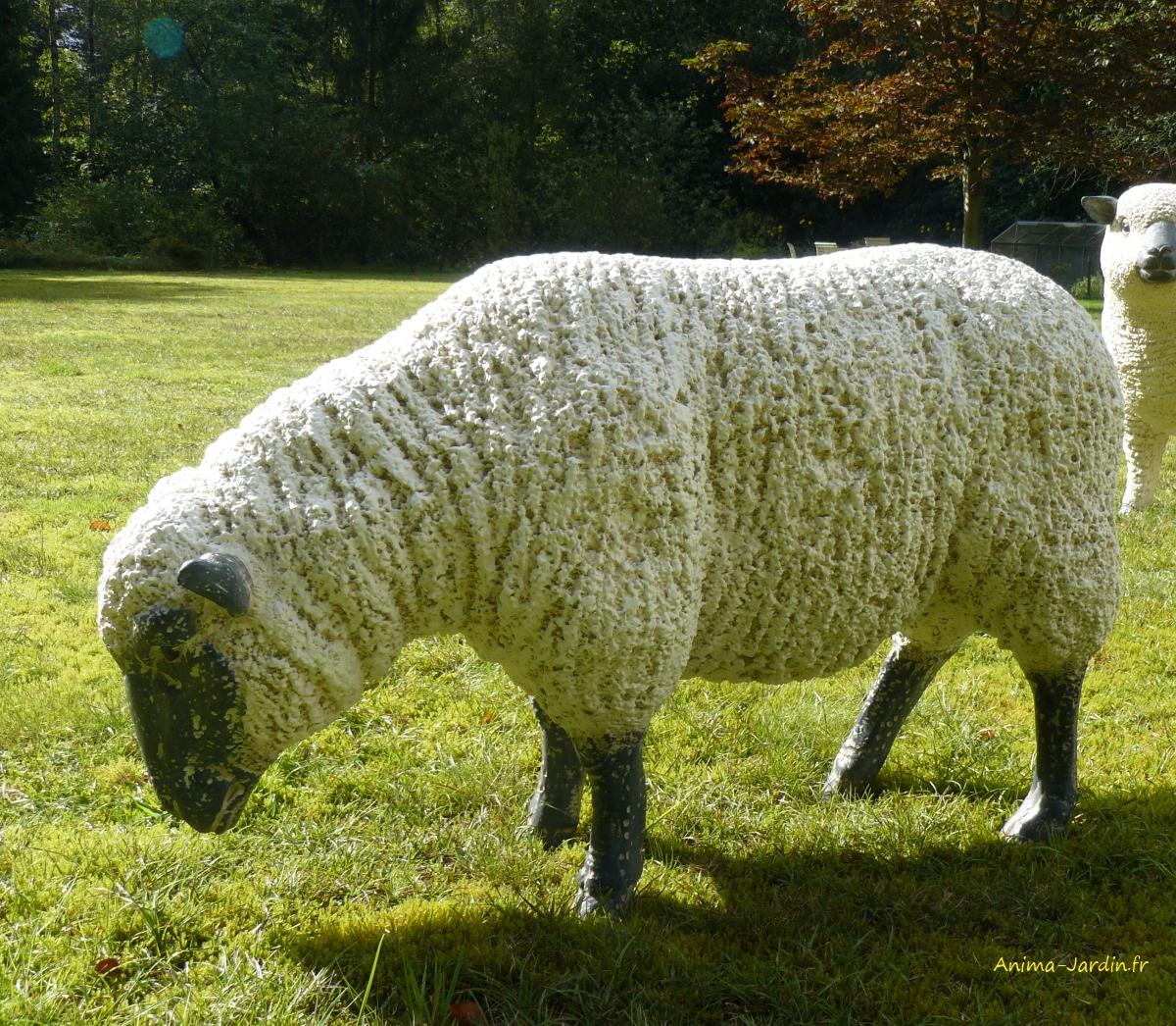 mouton-beige-résine-tete-noire-haute-anima-jardin