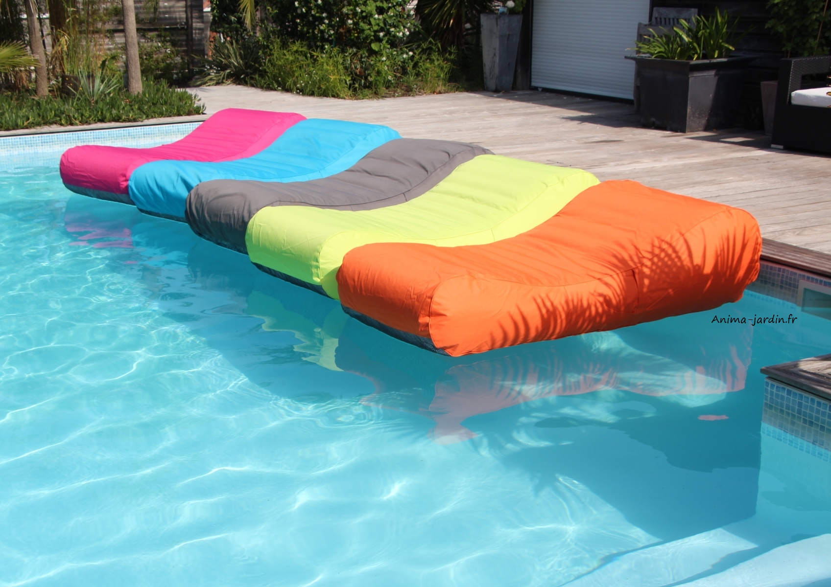 Matelas de piscine flottant wave gonflable canap pouf for Piscine de jardin gonflable carrefour