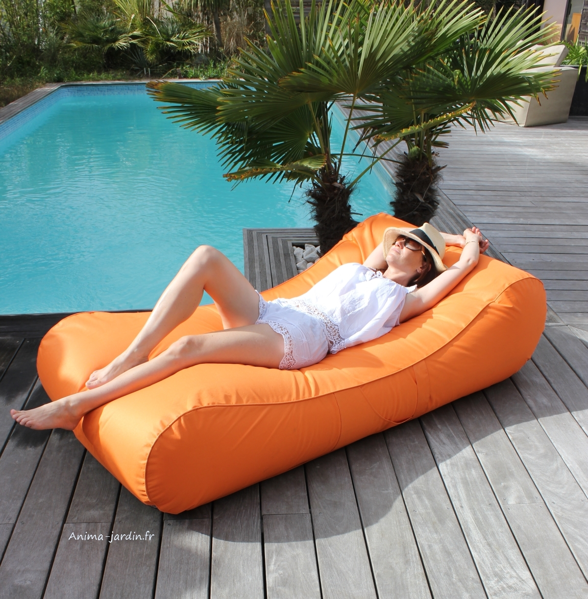 Matelas de piscine flottant wave gonflable canap pouf for Piscine de jardin gonflable